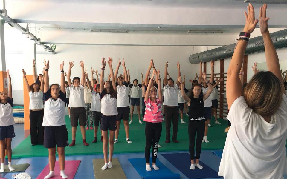 Actividad complementaria yoga - Colegio Alarcón