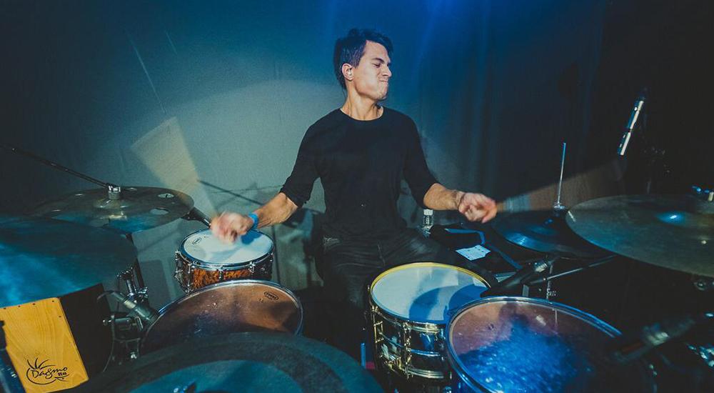 Simón Cordero, profesor de batería en la Escuela de Música Alarcón