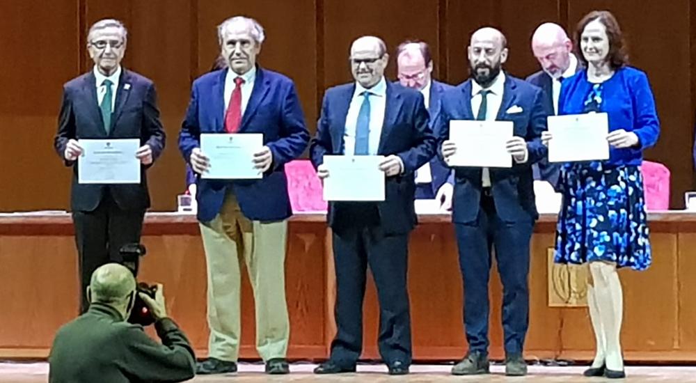 D. Antonio Hernández recibe Mención Honorífica por los resultados en las notas UCM
